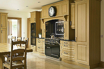 Turin Lissa Oak Kitchen Traditional